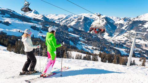 skifahrerinnen skigebiet kirchberg kitzbuehel